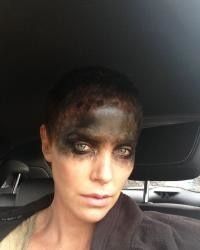 Charlize Theron, La filmările filmului Mad Max Fury Road, acum 5 ani. Foto: Instagram/charlizeafrica