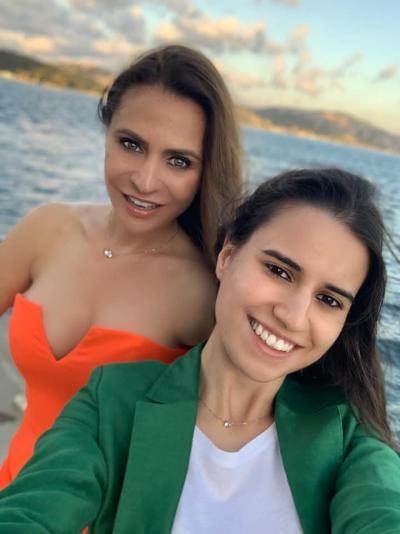 Sara Denise și Adina Buzatu. foto Facebook