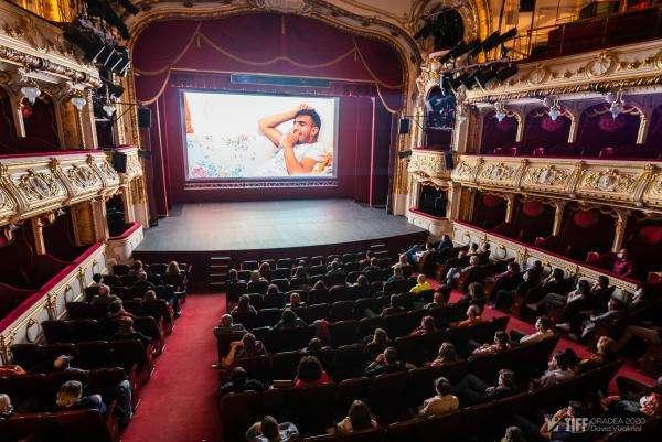 Proiectia Acasa, la Teatrul Regina Maria, foto Vizaknai David