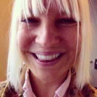 Sia, facebook