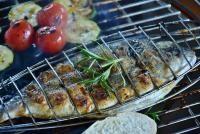 Pește la grătar în sos de roșii cu usturoi, sursa pixabay/ autor RitaE