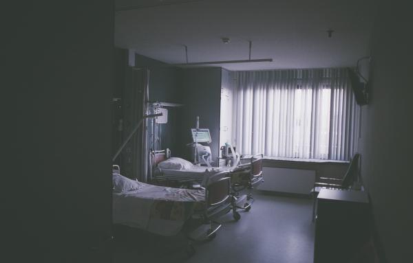Spital, foto Unsplash/ autor: Daan Stevens