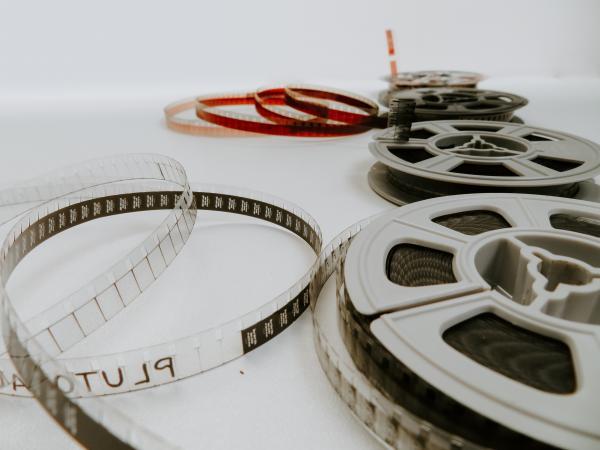 Cinematografie, foto Unsplash/ autor: Denise Jans