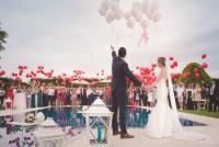 Nuntă uriașă. Sute de perechi s-au căsătorit civil într-o ceremonie comună cu prilejul Valentine's Day. Unsplash.com/ autor Álvaro CvG