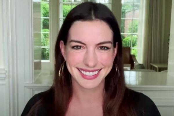 "Anne Hathaway. Captură foto Youtube/ ""RuPaul's Drag Race"""