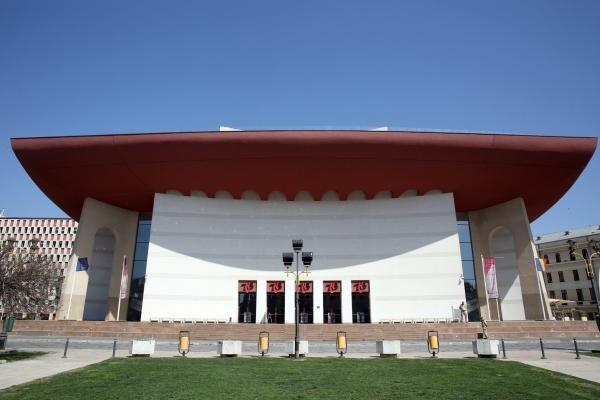 """Teatrul Naţional """"I. L. Caragiale"""" Bucureşti, foto Facebook"""