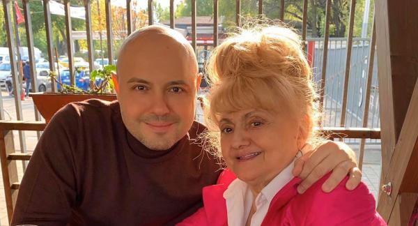 Mihai Mitoșeru și mama sa, sursa foto Facebook
