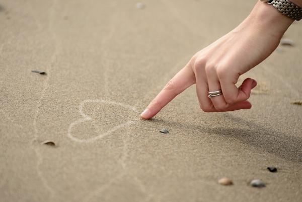 Sindromul inimii frânte, sursa pixabay/ autor congerdesign