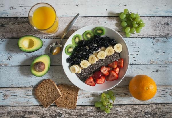 Fructe, foto Unsplash/ autor: Jannis Brandt