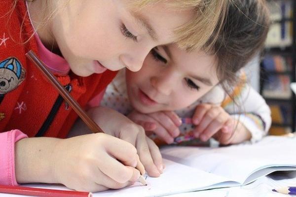 Copiii se întorc la școală. Foto Pixabay
