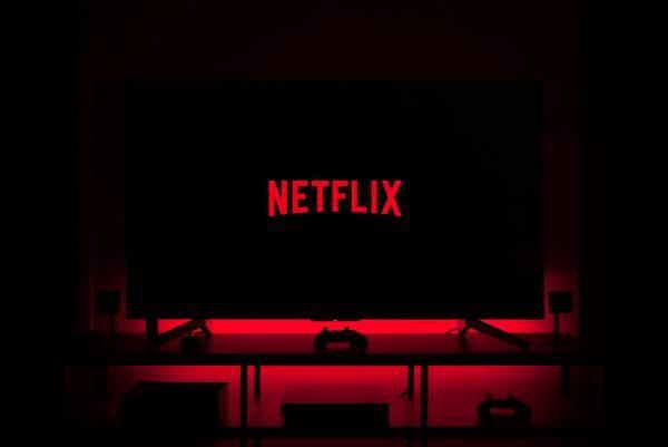 Netflix, sursa unsplash/ autor Thibault Penin