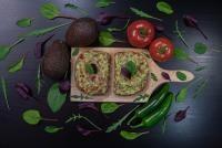 Pizza cu avocado, foto Unsplash/ autor: Adél Grőber