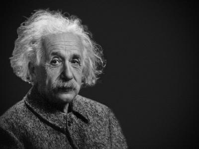 Portret Albert Einstein. Foto Unsplash/ Autor Jackie Ramirez