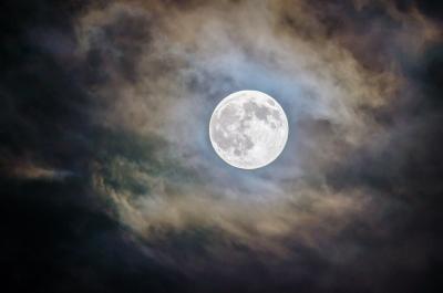 Luna Plină, foto Unsplash/ autor: Ganapathy Kumar