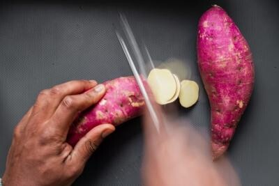 Cartof dulce. Foto Unsplash/ Autor Louis Hansel @shotsoflouis