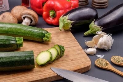Dovlecelul poate fi un plus de deliciu în salata de vinete. Foto Pixabay. Autor Bruno /Germany