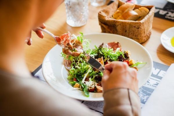 Dieta. Foto Unsplash/ autor Louis Hansel @shotsoflouis