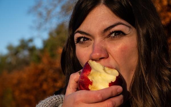 Dieta de detoxifiere cu mere, foto Unsplash.com/ autor Matt Seymour