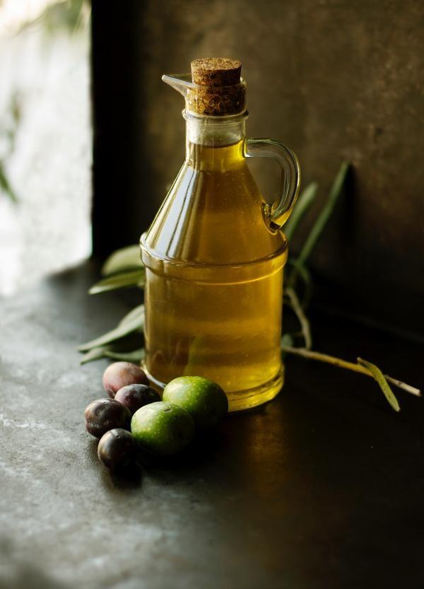 Ulei de măsline, foto Unsplash/ autor: Roberta Sorge