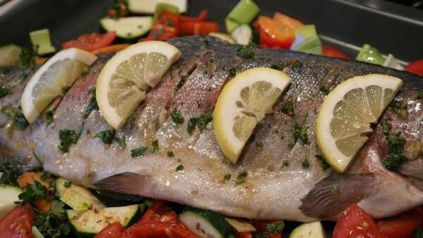 Pește la cuptor cu legume, sursa pixabay/ autor RitaE