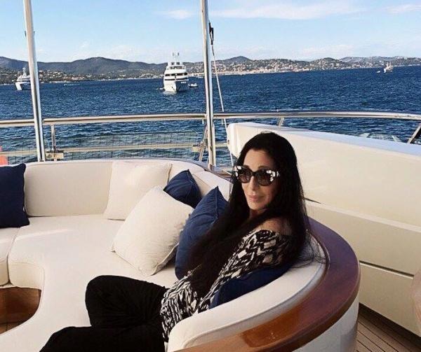 Cher, sura foto Facebook