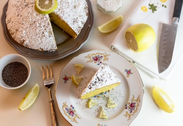 Prăjitură cu lămâie și bucăți de ananas, sursa pixabay/ autor Moira Nazzari