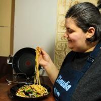 rețetă Noodles cu pui, de la Claudia Radu, foto Instagram