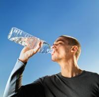 Ce se întâmplă dacă nu bei suficientă apă. 5 semne ale deshidratării, foto Unsplash/ autor: Damir Spanic
