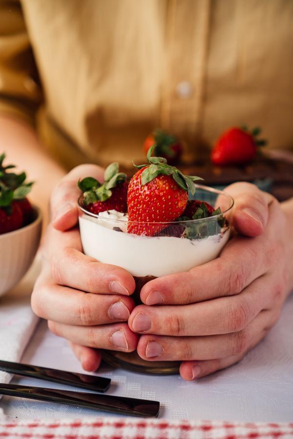 Mousse de brânză cu căpșuni, sursa unsplash/ autor Adam Bartoszewicz