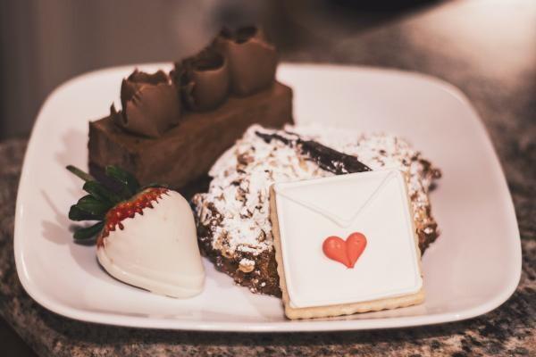 Tort cu înghețată de ciocolată, sursa unsplash/ autor Cee