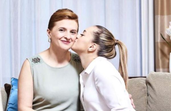 Larisa Iordache și mama ei, sursa foto Instagram