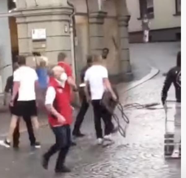 Atac sângeros în Germania. Trei persoane au fost ucise în plină stradă. Suspectul, un fost pacient de la psihiatrie. Captură foto YouTube
