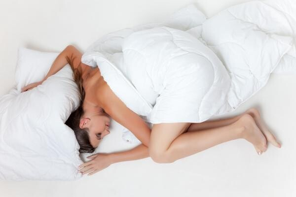 Poziția somnului, sursa pixabay/ autor Dieter Robbins