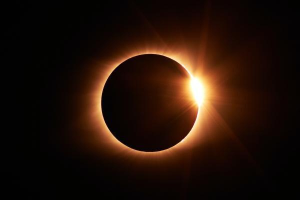 Eclipsă, foto Unsplash/ autor: Jongsun Lee
