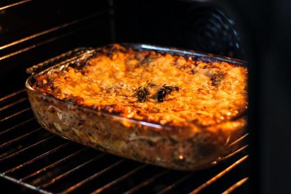 Cartofi cu carne de pui la cuptor/ foto Unsplash, Kristine Tumanyan
