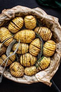 Cartofi la cuptor, foto Unsplash/ Monika Grabkowska