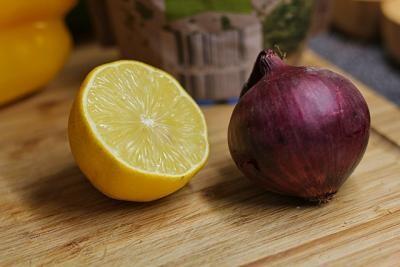 Ceapa și lămâia: trei trucuri în bucătărie la care nu te-ai fi gândit. Foto Pixabay