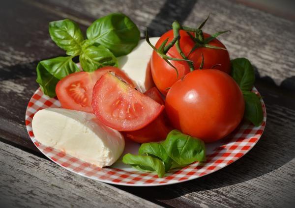 Roșii cu brânză, sursa pixabay