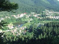 Băile Tuşnad, centru, vedere din Piatra Şoimilor. Foto Wikipedia/ autor Aakmaros