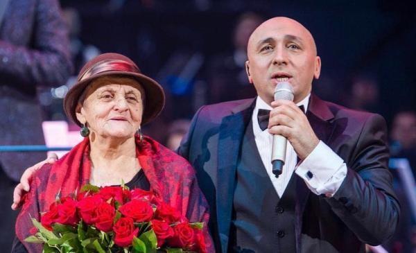 Marcel Pavel și mama lui, sursa foto Facebook