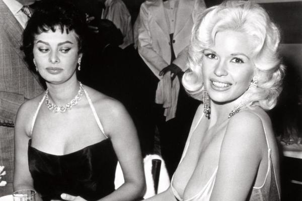Sophia Loren și Jayne Mansfield. Foto: Moviestore Collection/REX USA - Flickr