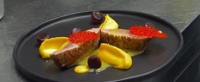 Rețetă Chef Paul Mihăilescu: Piept de rață cu piure de dovleac și pară caramelizată
