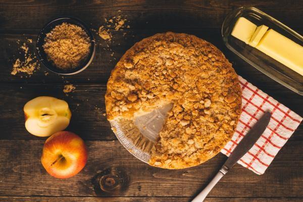Placinta de mere, foto Unsplash/ Patrick Fore