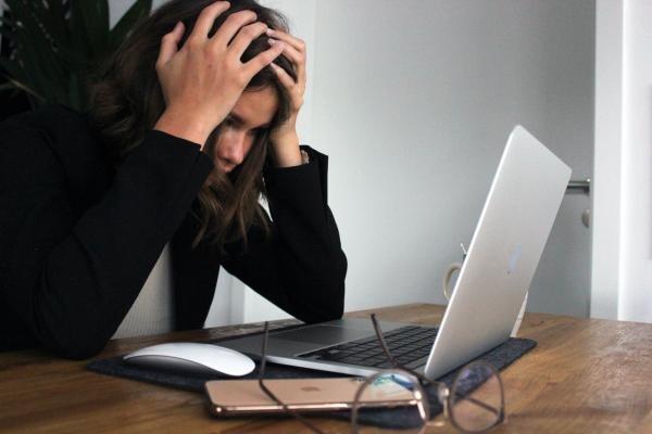 5 motive pentru care te confrunți cu lipsa de concentrare, Foto Unsplash/ Elisa Ventur